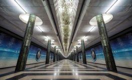 Arquitectura simétrica de la estación de metro en Tashkent central, Uzbeki imagen de archivo