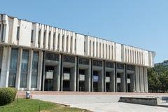 Arquitectura soviética del estilo cerca del Ala del cuadrado también, Bishkek central, Kirguistán fotos de archivo libres de regalías