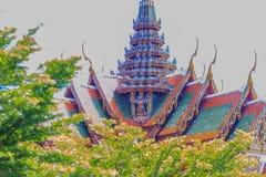Arquitectura tailandesa hermosa del templo budista con la cual adornó Imágenes de archivo libres de regalías