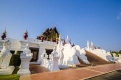 Arquitectura tailandesa tradicional en el estilo de Lanna en el chiangmai, Tailandia Foto de archivo