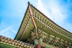 Arquitectura tradicional de los aleros coreanos del tejado en el palacio de Changdeokgung Imágenes de archivo libres de regalías