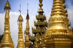 Arquitectura tradicional del templo del stupa de oro en la pagoda Rangún Myanmar Asia sudoriental del shwedagon Fotos de archivo