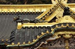 Arquitectura tradicional japonesa, det de oro del tejado Foto de archivo