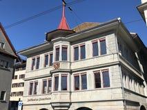 Arquitectura tradicional y edificios hist?ricos en el Oldtown o el Altstadt de Zurich fotografía de archivo