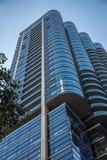 Arquitectura urbana de highrise de la fachada moderna del edificio foto de archivo