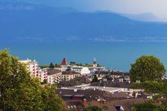 Arquitectura y el lago Lemán de Lausanne Fotografía de archivo libre de regalías