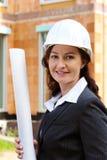 Arquiteto com o modelo no canteiro de obras Fotografia de Stock Royalty Free