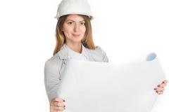 Arquiteto da mulher de negócios que mantém modelos isolados no fundo branco Fotografia de Stock Royalty Free