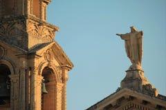 Arquiteto idoso da torre de igreja sant imagem de stock