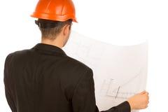 Arquiteto novo que estuda um modelo da construção Imagens de Stock Royalty Free