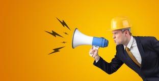 Arquiteto novo que grita com megafone foto de stock royalty free