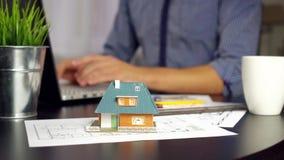 Arquiteto, ocupação do coordenador - equipe o trabalho no projeto da casa nova video estoque