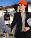 Arquiteto que agita as mãos com um cliente Imagem de Stock Royalty Free