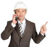 Arquiteto que fala no telefone e que aumenta o dedo acima foto de stock royalty free