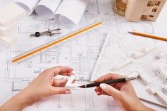 Arquiteto que faz a projeto arquitetónico a vista superior Imagem de Stock