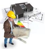 Arquiteto que planeia uma casa eficiente da energia Foto de Stock Royalty Free
