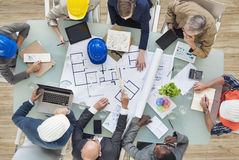 Arquitetos e coordenadores que planeiam em um projeto novo Fotografia de Stock Royalty Free