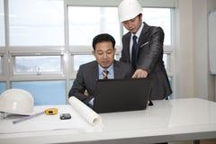 Arquitetos que trabalham no planeamento Fotografia de Stock Royalty Free