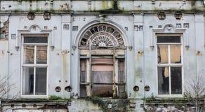 Arquitetura abandonada de deterioração velha da construção do vintage fotografia de stock royalty free