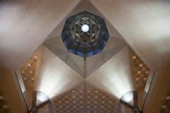 Arquitetura abstrata dentro de Art Museum islâmico de Doha, Catar Foto de Stock