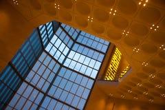 Arquitetura abstrata dentro de Art Museum islâmico de Doha, Catar Imagem de Stock