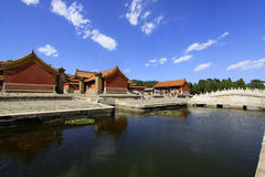 Arquitetura antiga chinesa em túmulos reais orientais do Qing Foto de Stock