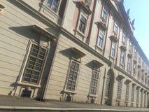 A arquitetura barroco antiga sob a estrada relacionou-se ao presidente esquerdista do partido em relação à luta da libertação da  foto de stock