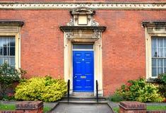 Arquitetura bonita da entrada na construção velha no cente da cidade de Birmingham Foto de Stock Royalty Free