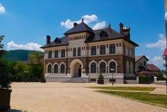 Arquitetura bonita em Piatra Neamt imagem de stock