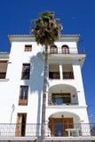 Arquitetura branca moderna do bloco de apartamentos Imagem de Stock