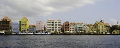 A arquitetura brilhante de Willemstad, Curaçau Fotos de Stock Royalty Free