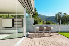 Arquitetura, casa moderna, exterior Fotos de Stock Royalty Free