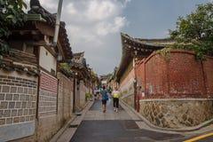 Arquitetura coreana tradicional do estilo na vila de Bukchon Hanok em Seoul, Coreia do Sul fotografia de stock