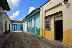 Arquitetura cubana colonial típica em Sancti Spiritus Fotos de Stock Royalty Free