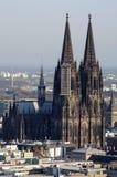 Arquitetura da cidade da água de Colônia com catedral da água de Colônia imagens de stock royalty free