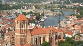 Arquitetura da cidade aérea de Gdansk, arquitetura gótico da igreja medieval de St Johns filme