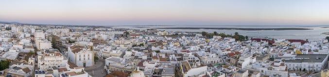 Arquitetura da cidade aérea em Olhao, opinião do por do sol da aldeia piscatória do Algarve da vizinhança antiga de Barreta Imagem de Stock Royalty Free