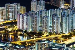 Arquitetura da cidade abundante na noite fotografia de stock royalty free