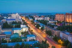 Arquitetura da cidade da antena de Voronezh do verão da noite Vista à rua do 20o aniversário de outubro Fotografia de Stock Royalty Free