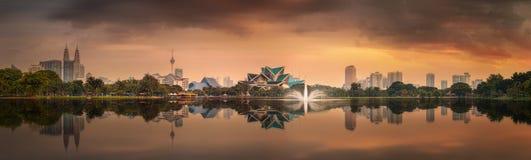 Arquitetura da cidade bonita da skyline de Kuala Lumpur Imagem de Stock