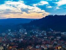 Arquitetura da cidade bonita fantástica no por do sol com a linha di do horizonte Imagens de Stock