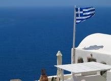 Arquitetura da cidade bonita romântica e céu azul de Oia em Santorini dentro Fotos de Stock Royalty Free