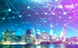 Arquitetura da cidade borrada com rede da tecnologia digital imagens de stock royalty free