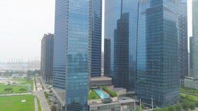 Arquitetura da cidade colorida de Singapura do telhado tiro Arranha-céus futuristas Ideia superior do centro financeiro de imagens de stock royalty free
