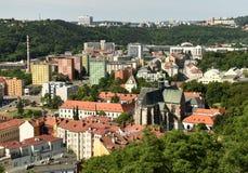 Arquitetura da cidade com a basílica da suposição de nossa senhora, Brno de Brno Fotografia de Stock