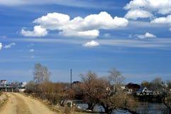 Arquitetura da cidade com nuvens fotografia de stock
