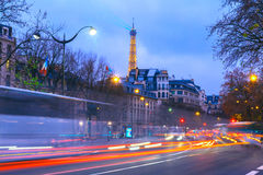Arquitetura da cidade com a torre Eiffel cintilante e Fotos de Stock Royalty Free