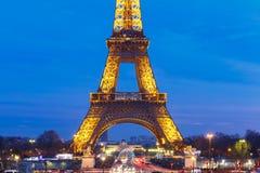Arquitetura da cidade com a torre Eiffel cintilante em Imagem de Stock