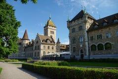 Arquitetura da cidade com vista do Museu Nacional suíço (Landesmuseum) em Z fotografia de stock