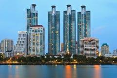 Arquitetura da cidade crepuscular Fotos de Stock Royalty Free